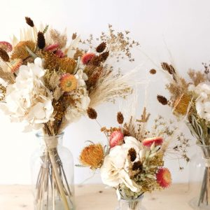 bouquet orangée en fleurs séchées et éternelles